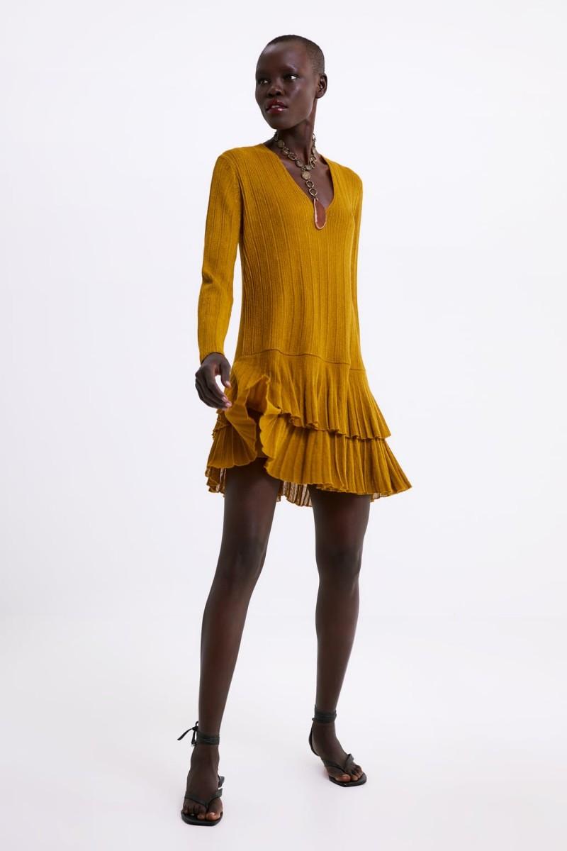 593a94c8377 Zara: 20 φορέματα από τη νέα συλλογή που θα φέρουν την Άνοιξη ...