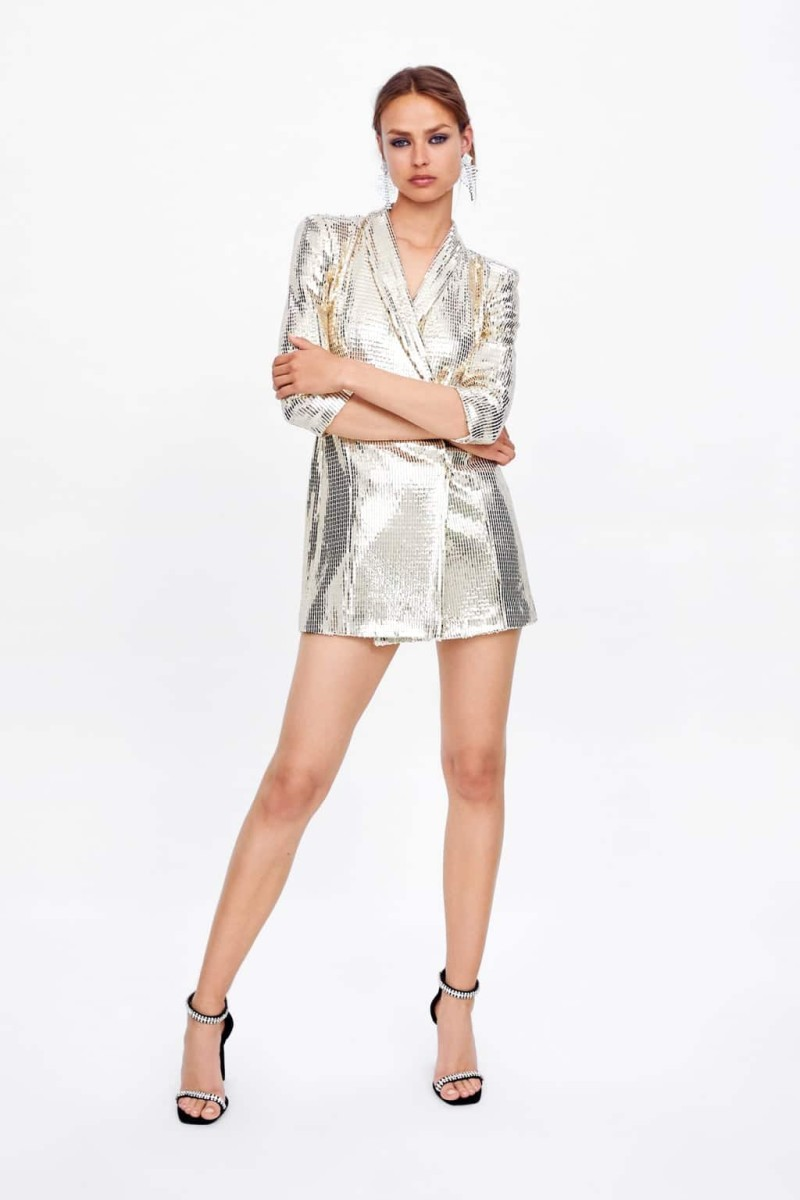a49b738f69c8 Zara  Το πιο αστραφτερό μπλέιζερ φόρεμα της νέας συλλογής στα καταστήματα