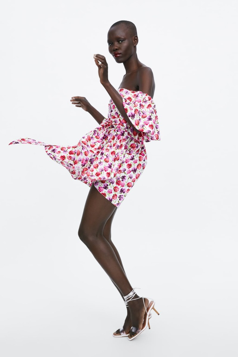 6ecb2aca19a Zara: Εμπνευστείτε από το πιο girly εμπριμέ φόρεμα της νέας συλλογής ...
