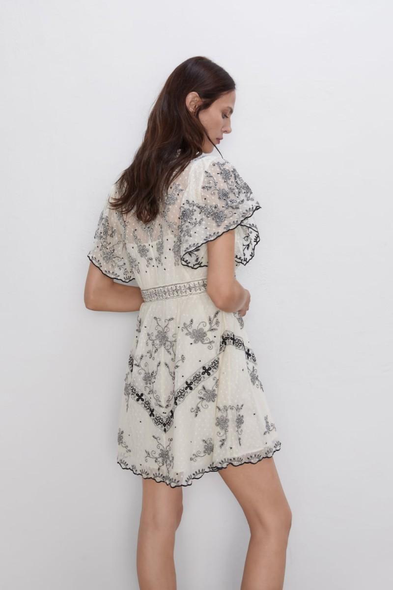 0cad5b46948 Zara: Το φόρεμα από τη νέα συλλογή έχει
