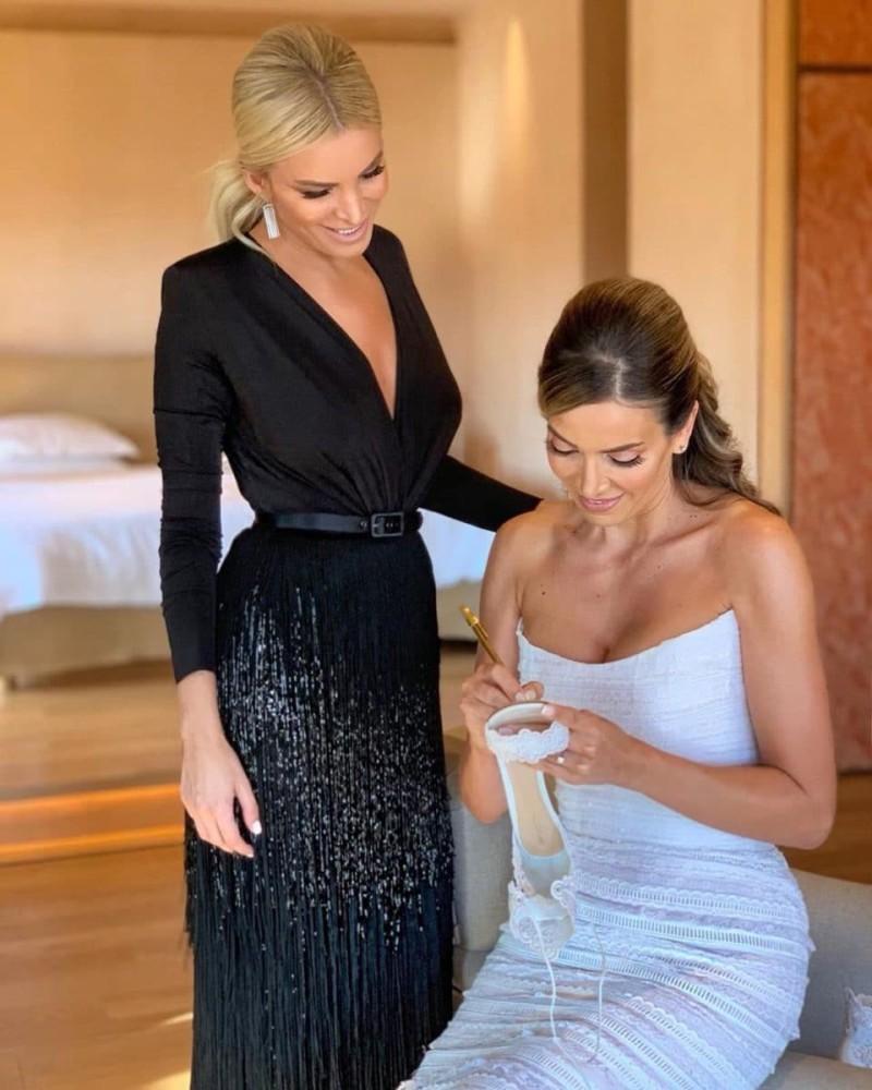 Κατερίνα Καινούργιου καλεσμένη γάμος φόρεμα