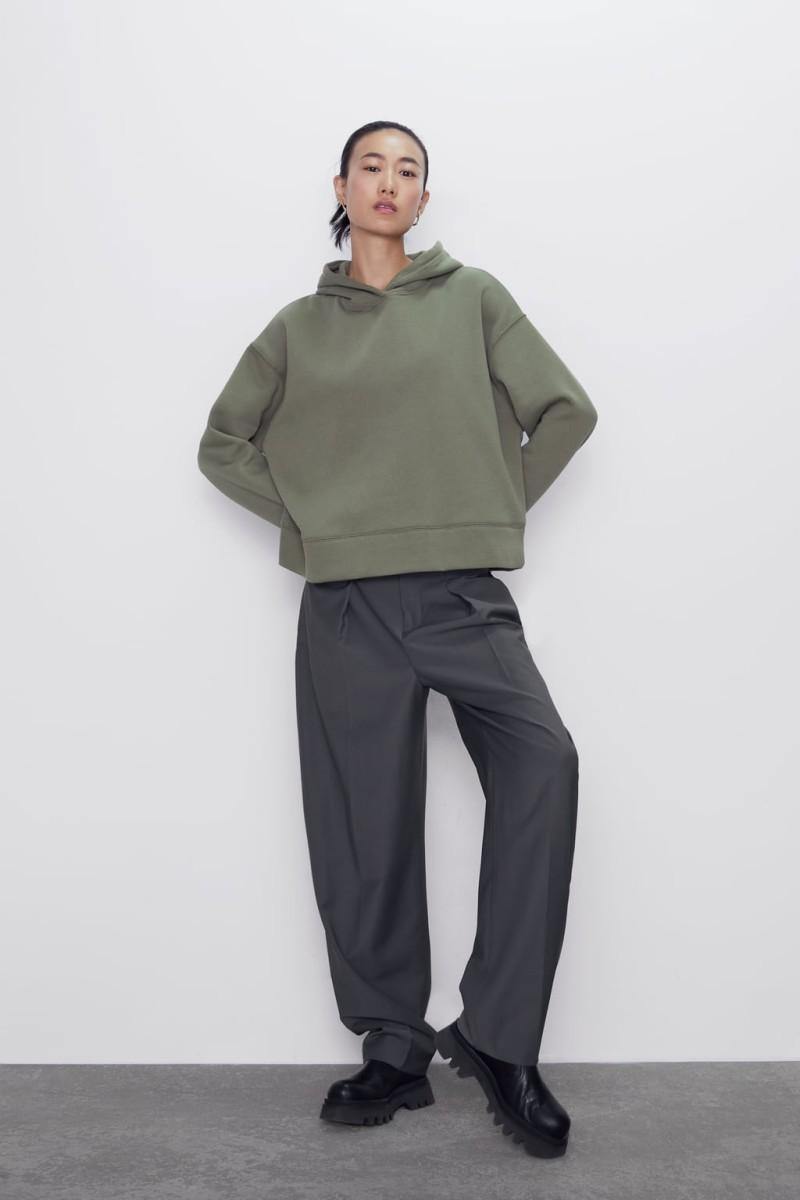 Zara: Ακαταμάχητα αυτά τα 3 φούτερ από τη νέα συλλογή! Τα θέλουν όλες και κοστίζουν κάτω από 20 ευρώ!