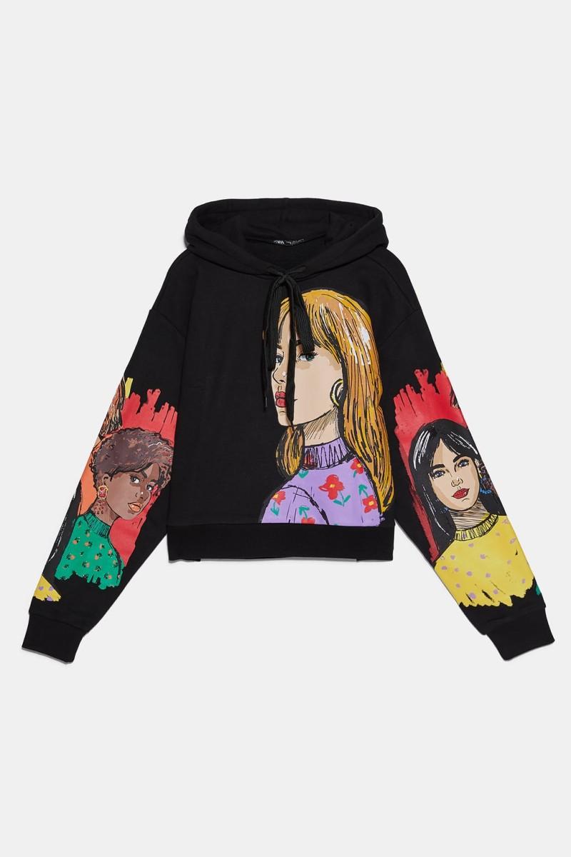 Zara - νέα συλλογή: Τολμάς να φορέσεις αυτό το φούτερ με την στάμπα; Βγαίνει μόνο σε μαύρο και έχει ρυθμιζόμενη κουκούλα!
