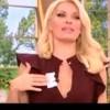 Απίστευτη κίνηση on air! Η Μενεγάκη έβαλε ραβασάκι στο στήθος της! Τι έγραφε;
