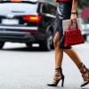 Ταιριάζουν οι κόκκινες γόβες στις casual εμφανίσεις; H fashion editor του Youweekly.gr απαντά!