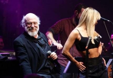 Διονύσης Σαββόπουλος: Ξελογιάστηκε με καυτή χορεύτρια! Δείτε το αισθησιακό striptease που προκάλεσε εγκεφαλικά!