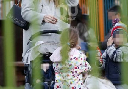 Μαριέττα Χρουσαλά - Λέοντας Πατίτσας: Οικογενειακή βόλτα στην παιδική χαρά!