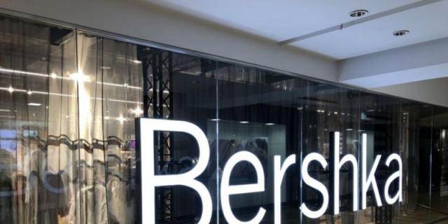 Bershka: Αυτή η φούστα είναι για τολμηρές - Κοστίζει 17,99 ευρώ