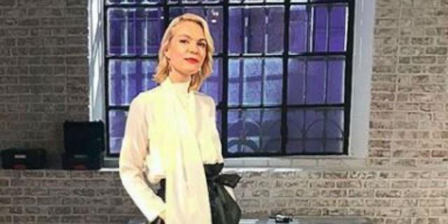 Βίκυ Καγιά: «Έσπασε» το τζιν σύνολο της με αυτή την τσάντα - Είναι all day και βολική