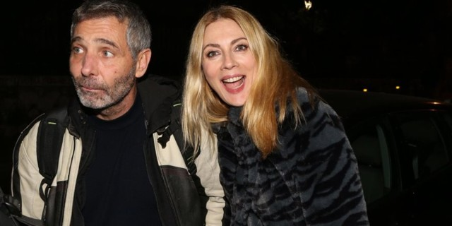 Με μαγιό Σμαράγδα Καρύδη και Θοδωρής Aθερίδης - Το βίντεο από το σπίτι τους