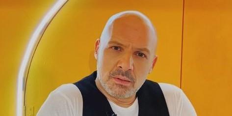 Θύμα απάτης ο Νίκος Μουτσινάς - Χρησιμοποιούν το πρόσωπό του για...