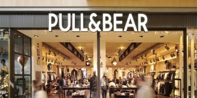 Το άσπρο δερμάτινο φόρεμα από τα Pull&Bear που σπάει τα ταμεία