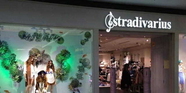 Αυτά τα παπούτσια στα Stradivarius έχουν χτυπήσει κόκκινο σε πωλήσεις