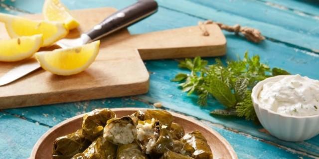 Νηστίσιμα ντολμαδάκια γιαλαντζί βουτηγμένα στο λεμόνι από την Αργυρώ Μπαρμπαρίγου