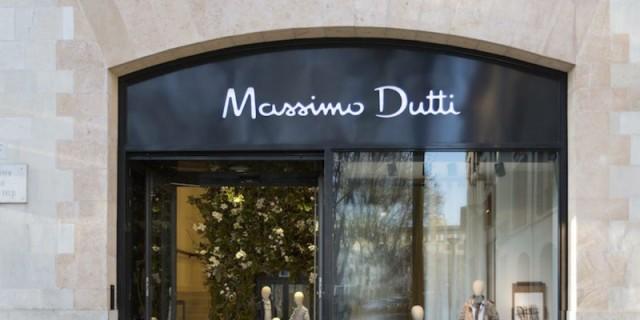 Με αυτό το εμπριμέ φόρεμα από τα Massimo Dutti θα