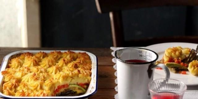 Νηστίσιμος μουσακάς με κρέμα πατάτας και κανέλα από την Αργυρώ Μπαρμπαρίγου
