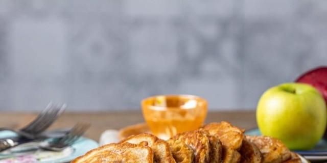 Θεϊκές τηγανίτες μήλου από την Αργυρώ Μπαρμπαρίγου - Το μυστικό βρίσκεται στην κανέλα