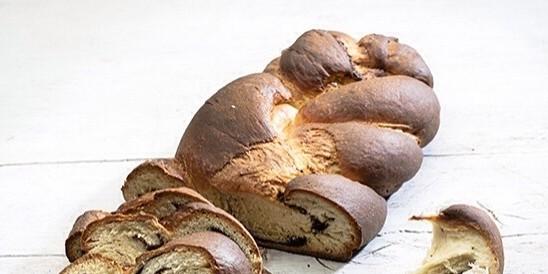 Φανταστικό νηστίσιμο τσουρέκι γεμιστό με σοκολάτα από την Αργυρώ Μπαρμπαρίγου - Χωρίς αυγά με λίγη κανέλα