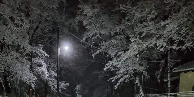 Στα λευκά ο Χορτιάτης - Από χθες το βράδυ δεν έχει σταματήσει η χιονόπτωση