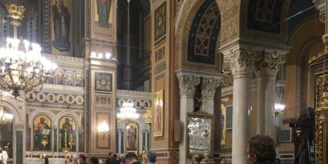 Χαμός στις εκκλησίες - Έγινε η Ανάσταση