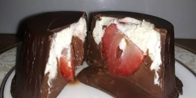 Εύκολο γλυκό ψυγείου σε σοκολατένιο μπολάκι - «Λιώνει» στο στόμα