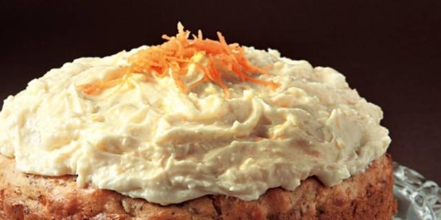 Καροτόπιτα με κίτρινο γλάσο πορτοκαλιού της Αργυρώς Μπαρμπαρίγου - Απογειώστε το με κανέλα