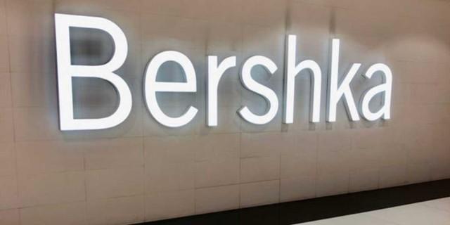 Best Seller στα Bershka η φλοράλ μίντι φούστα