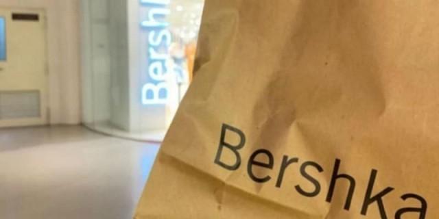 Αυτό το σετ φούστα μπλούζα από τα Bershka είναι ότι πιο 90's θα δεις σήμερα