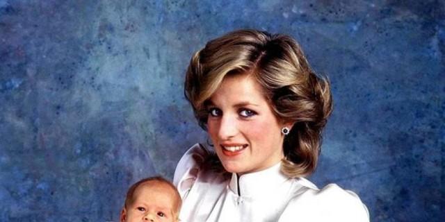 Τι έβαλαν στα χέρια της νεκρής Diana λίγο πριν την θάψουν - Ανατριχιαστικό (Φωτογραφία)