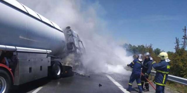 Νεκρός ο οδηγός του βυτιοφόρου που πήρε φωτιά στην Εθνική Οδό Αθηνών - Θεσσαλονίκης