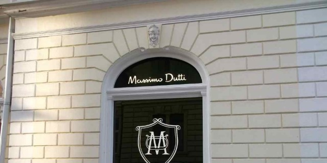 Νούμερο 1 στα trends στο λιλά παντελόνι από τα Massimo Dutti