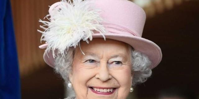 Βγήκε επιτέλους από το Buckingham η Βασίλισσα Ελισάβετ