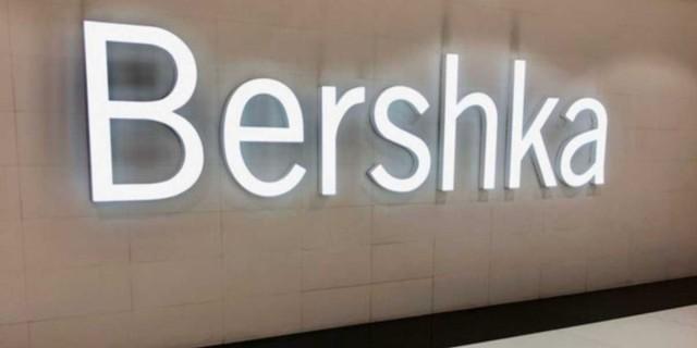 Bershka - Νέα συλλογή: Ξεπουλήθηκε ένα τζιν σορτσάκι που η μπροστινή όψη μοιάζει με φούστα