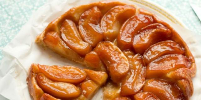 Με 5 μόνο υλικά θα φτιάξεις αυτή την ανάποδη μηλόπιτα - Γευστική και χωρίς ελαιαόλαδο