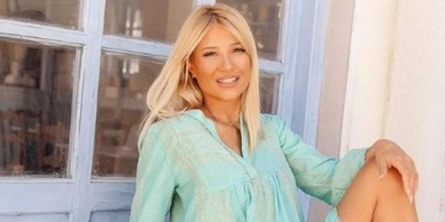 Φαίη Σκορδά: Αναστάτωσε με το θαλασσί μπικίνι της - Το σώμα της είναι απίστευτο
