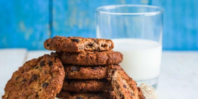 Διαιτητικά μπισκότα βρώμης με κανέλα και κουβερτούρα από την Αργυρώ Μπαρμπαρίγου - Το γλυκό των... γυμναστών