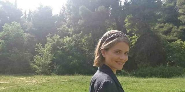 Δανάη Μιχαλάκη: Η τηλεοπτική Δρόσω ποζάρει με μαγιό χωρίς ίχνος ρετούς και φίλτρων