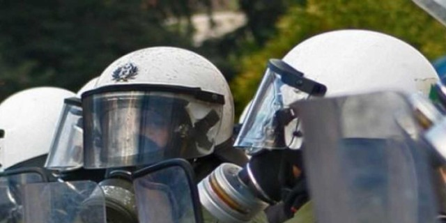 Συναγερμός στο κέντρο της Αθήνας - Επεισόδια έξω από την ΑΣΟΕΕ