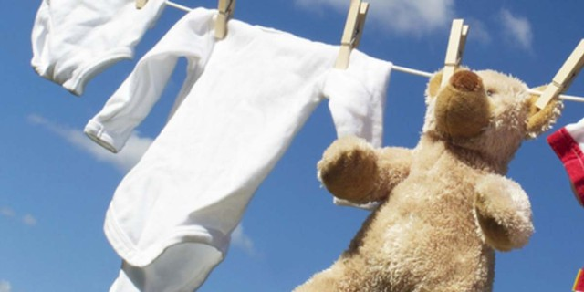 Πλύντε τα ρούχα του μωρού σας με μαγειρική σόδα - Το αποτέλεσμα όταν τα βγάλετε από το πλυντήριο θα σας συναρπάσει