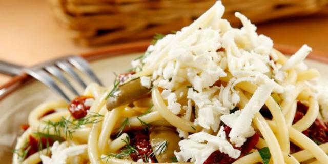 Μακαρόνια express από τον Χριστόφορο Πέσκια - Με λιαστές ντομάτες και ανθότυρο
