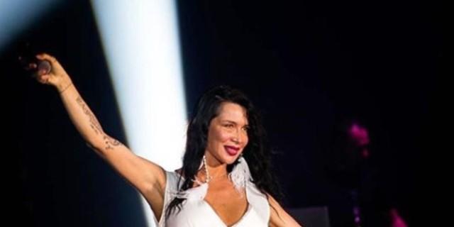 Πάολα: Άναψαν φωτιές για χάρη της πάνω στην πίστα - Τρέλανε με το συνολάκι της