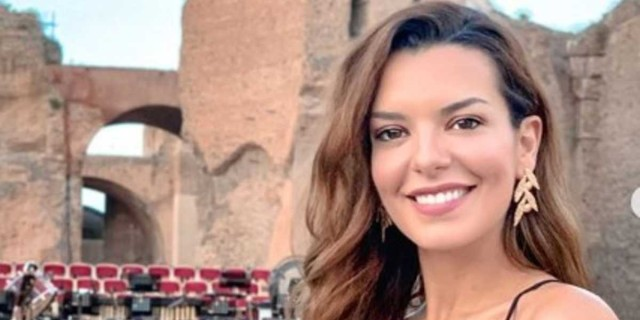 Νικολέττα Ράλλη: Με απίθανο ολόσωμο μαγιό ένα μήνα μετά τη γέννηση της κόρης της