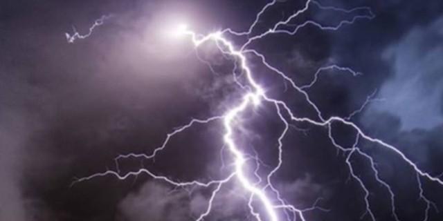 Καιρός 9/8: Με βροχές και καταιγίδες η Κυριακή - Πότε εξασθενούν;