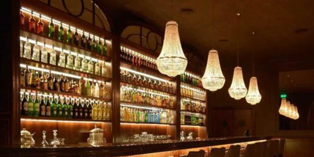 Κορωνοϊός: Το νέο ωράριο των bar και των εστιατορίων - Plan b