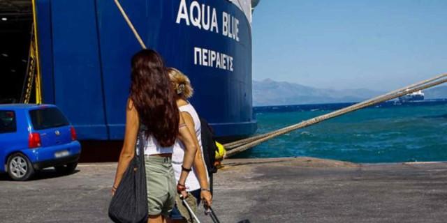 Κορωνοϊός: Τρόμος για την επιστροφή των νέων από τις διακοπές