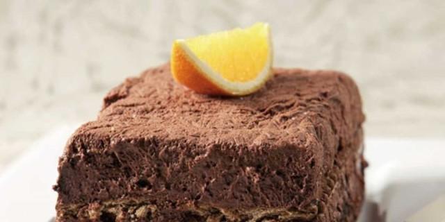 Γλυκό ψυγείου κόλαση με σοκολάτα, καρύδια και πορτοκάλι