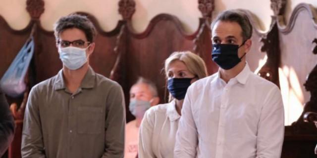 Κυριάκος Μητσοτάκης: Πήγε στην εκκλησία φορώντας μάσκα!