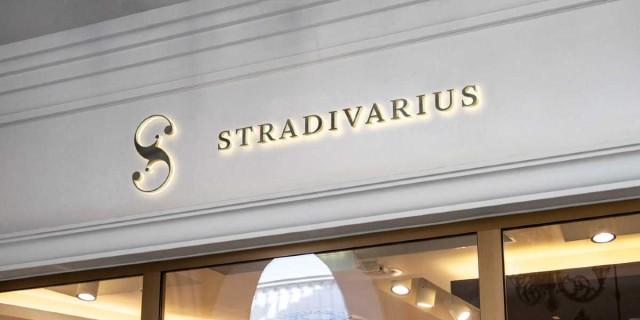 Καλοκαιρινός... έρωτας το φλοράλ φόρεμα από τα Stradivarius
