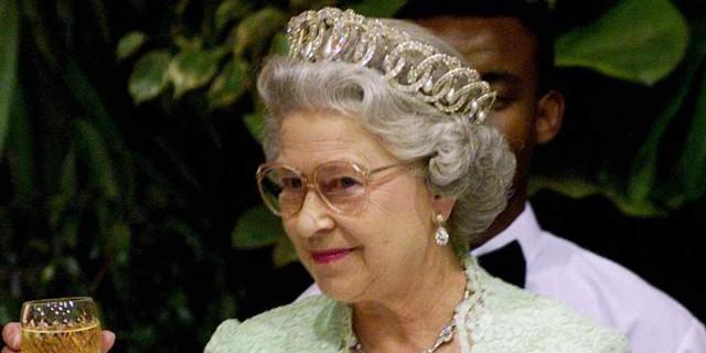Αποκάλυψη που «καίει» τη Βασίλισσα Ελισάβετ και το Buckingham