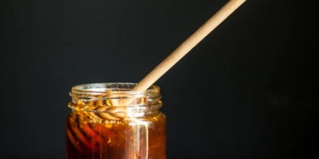 Κάνει το γύρο του διαδικτύου αυτό το σπιτικό ρόφημα με μέλι για σίγουρο αδυνάτισμα